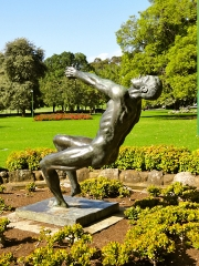 Pathfinder bronze sculpture by John Robinson, installed in Victoria Gardens 1974