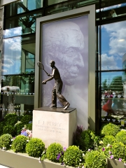 Statue of Fred Perry at the Centre Court Debentures entrance