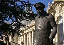 "Statue of Winston Churchill in front of the Petit Palais with the words he uttered 4 June 1940: ""We shall never surrender."""